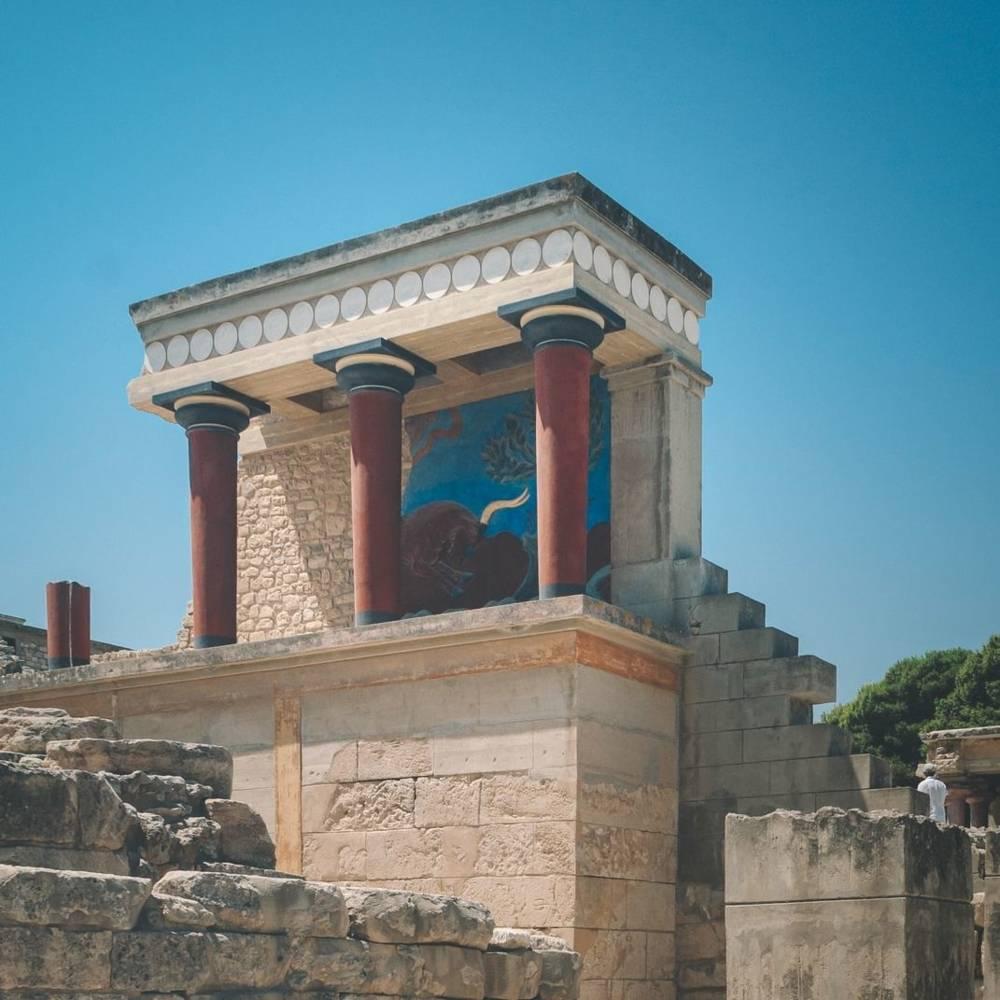 virmuze exhibit Minoan Mysteries surrounding art and archaeology logo main